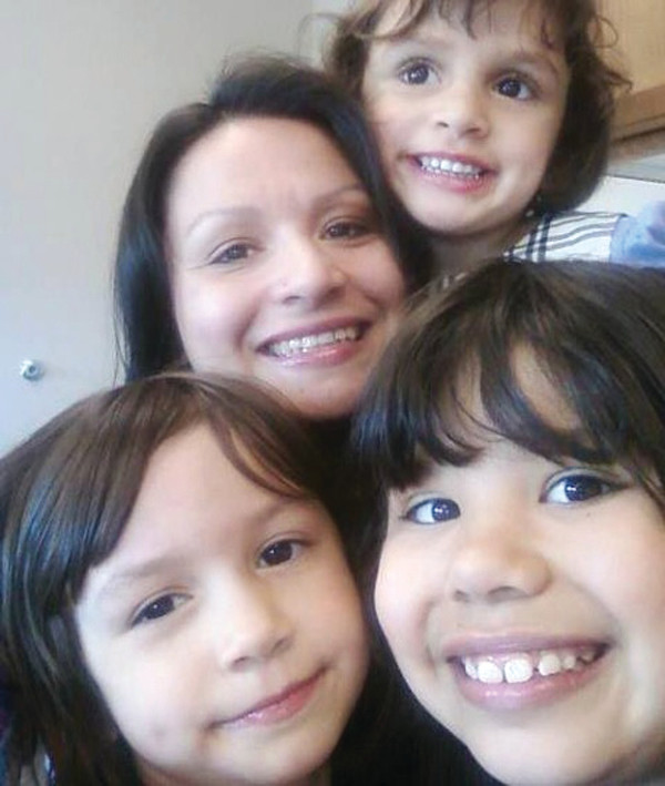 Jeanetta Riley with her three daughters, Dayna, top, Dolly, left, and Hannah, right. PHOTO/ RILEY FAMILY, FACEBOOK