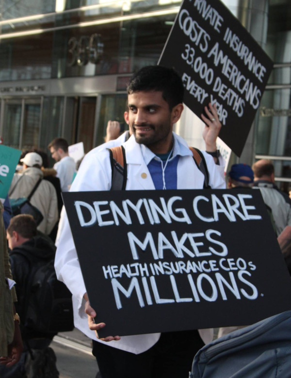 Healthcare activists and professionals rally at the October 30 demonstration in Chicago in front of Blue Cross/Blue Shield for a single payer healthcare system. PHOTO/HEALTHCARE NOW