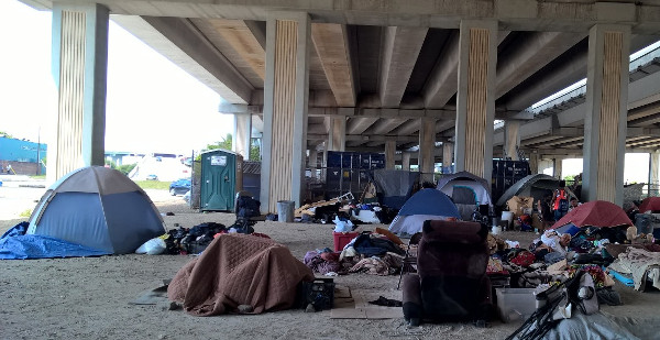 Homeless enc&ment in downtown Houston a city known for its space and science contributions. Like cities nationwide it cannot provide jobs for people ... & City of Houstonu0027s war on the homeless - Peopleu0027s TribunePeopleu0027s ...